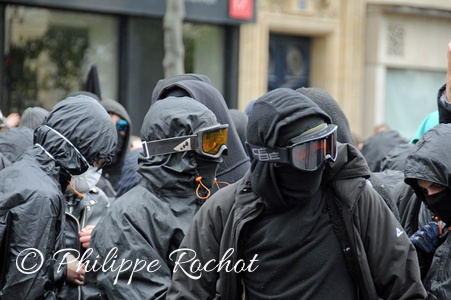 Paris manif 1er mai web copier Le Pen autonomes turcs etc 2017 (9)